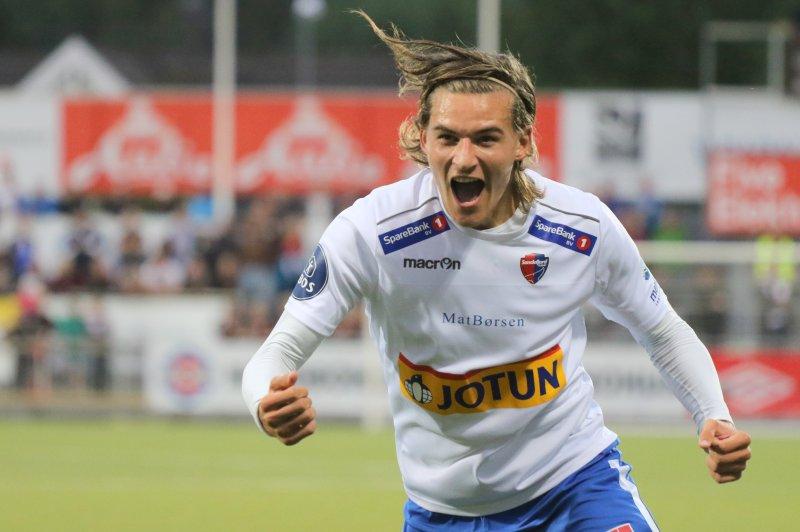 Kurtovic feirer en scoring mot Mjøndalen i 2016. Foto: Torstein Flåm
