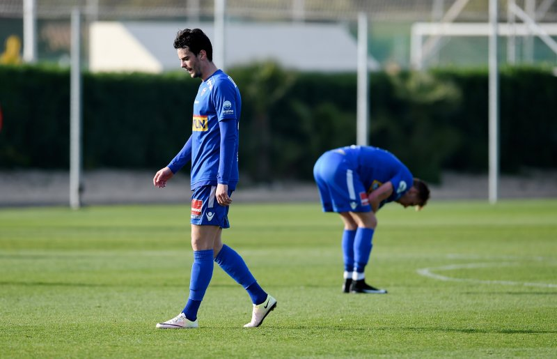 BAKLENGS: Enric Vallés og Joackim Olsen Solberg depper etter mål i mot. (Foto: Anders Hoven/Digitalsport)