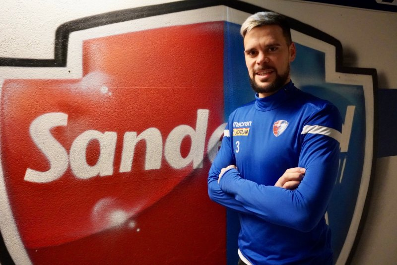 Marc Vales (30) har signert en ny avtale med Sandefjord Fotball.