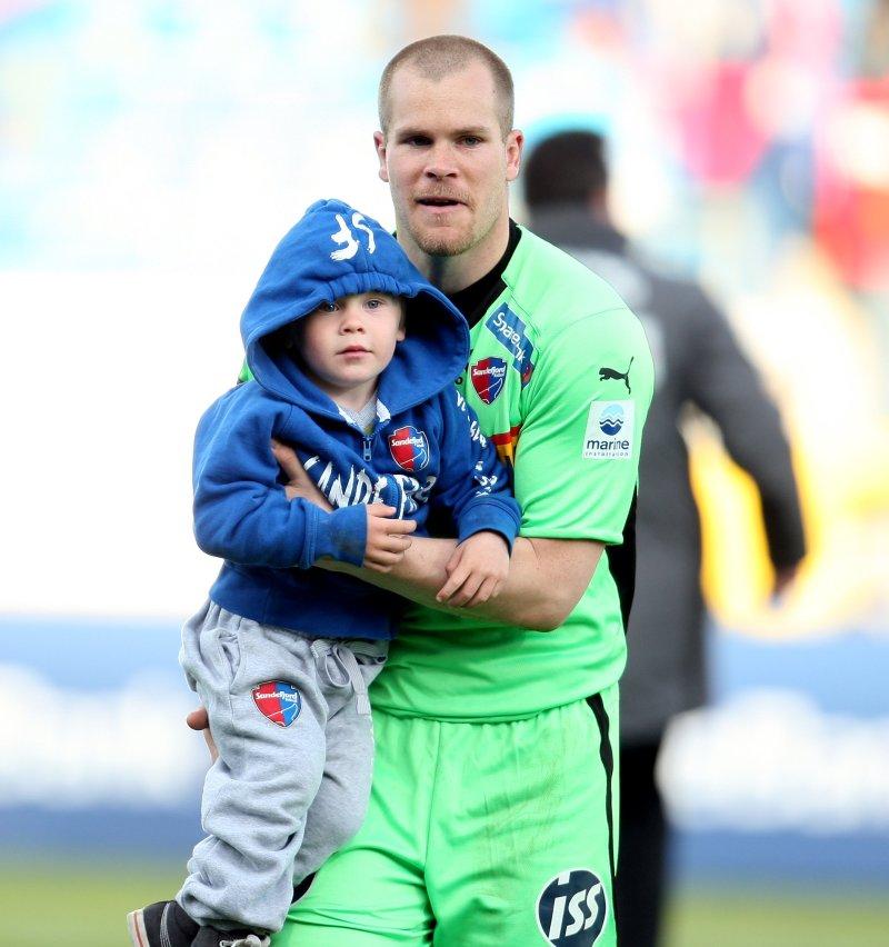 Espen Bugge Pettersen sammen med sønnen Storm. (Foto: Digitalsport)